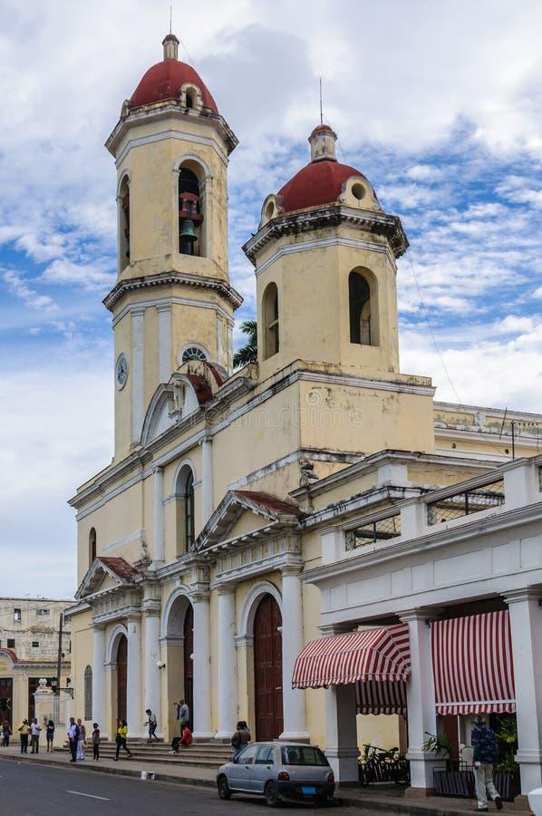 Domkyrkan i Jose Marti Park i Cienfuegos, Kuba royaltyfria foton