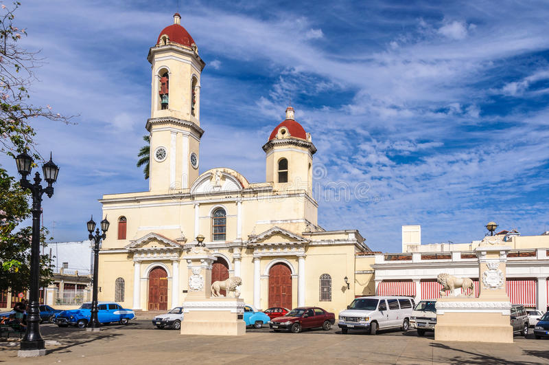 Domkyrkan i Jose Marti Park i Cienfuegos, Kuba arkivfoton