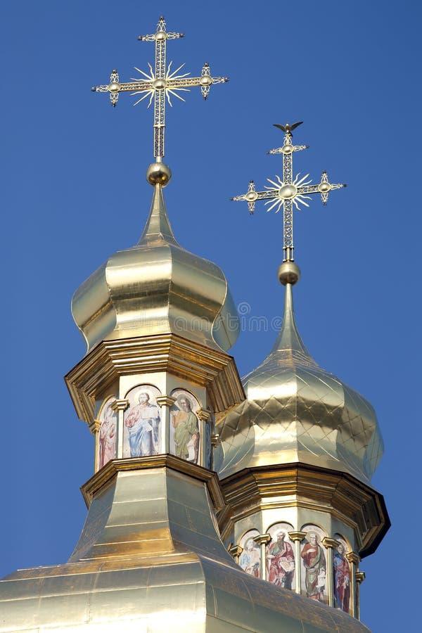 domkyrkan korsar guld- ortodoxt för cupolas royaltyfria foton