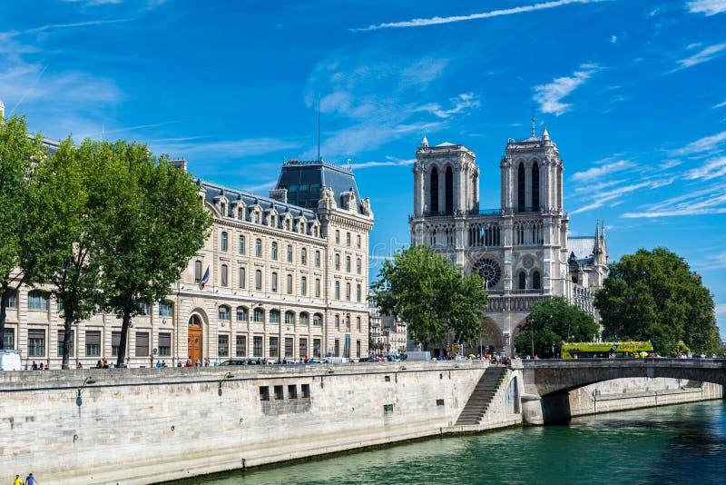 Domkyrkan Notre Dame de Paris royaltyfria foton