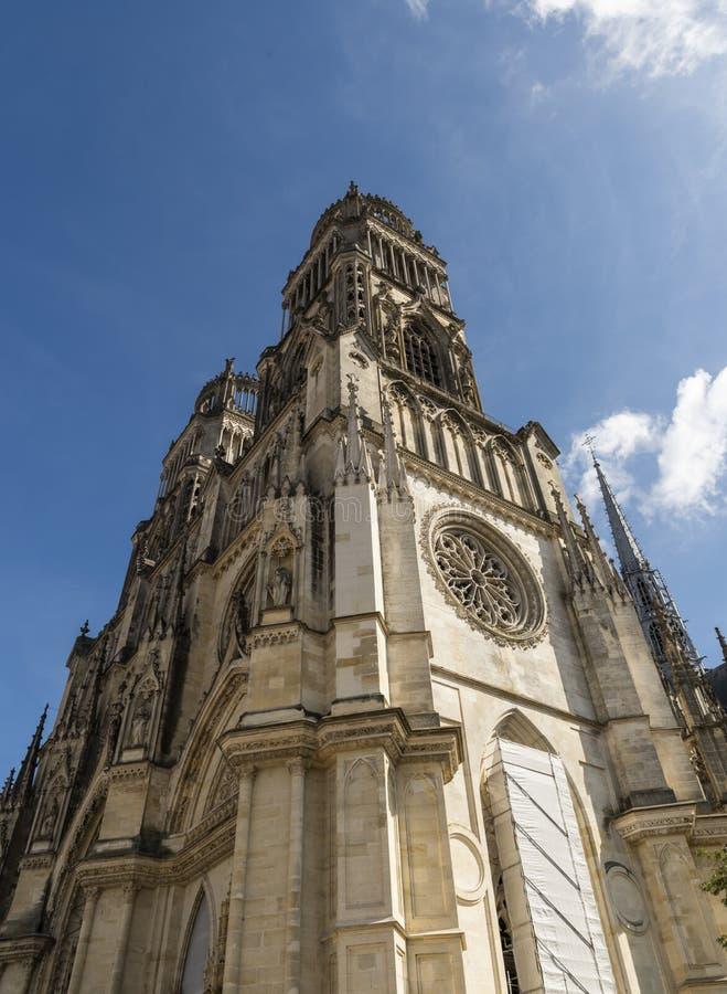 Domkyrkan står högt i Orleans, Frankrike arkivbilder