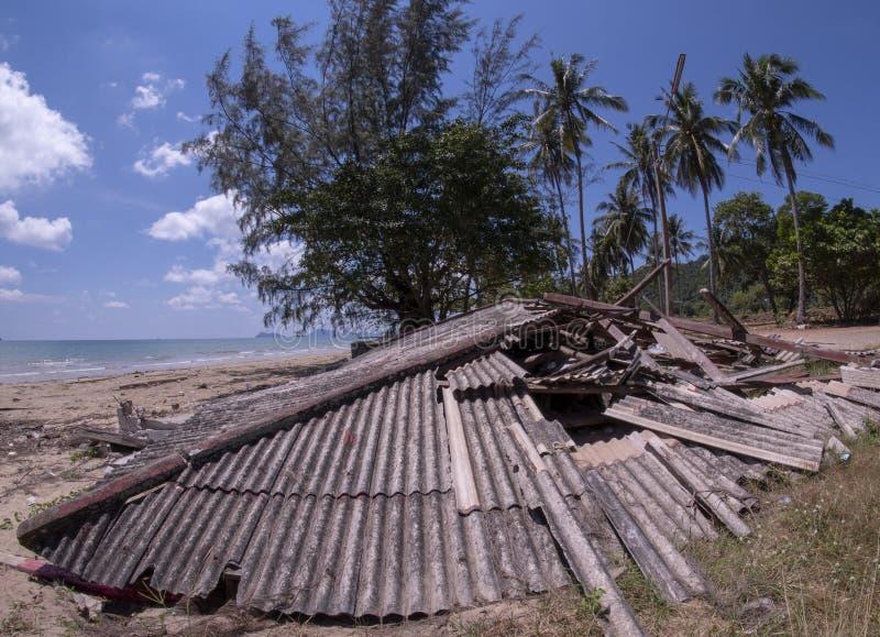 Dommages de temp?te Des Chambres sont endommagées La Chambre s'est effondr?e photo libre de droits