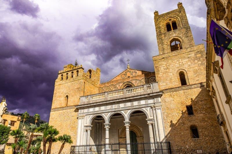 Domo da catedral de Monreale, exemplos da extensão da arquitetura normanda, Sicília imagem de stock royalty free