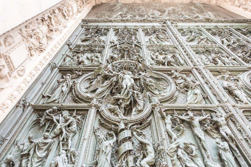 Domo de Milão, Itália, porta principal imagem de stock royalty free