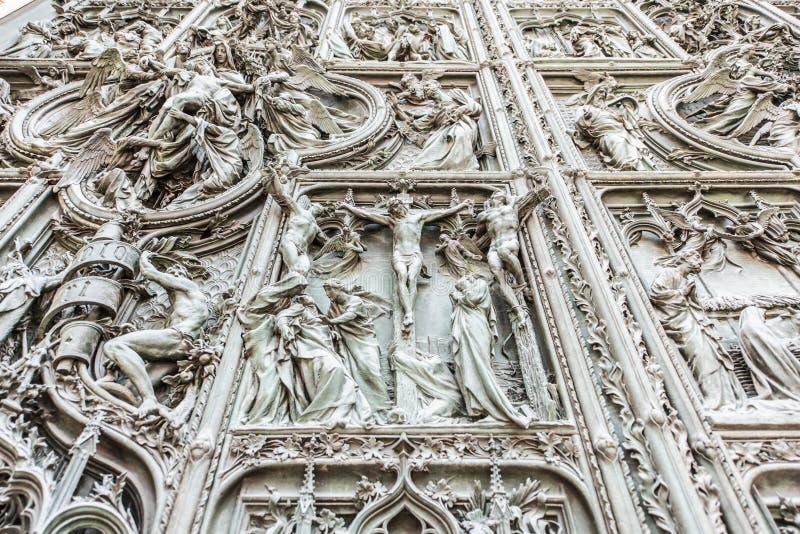 Domo de Milão, Itália, porta principal fotografia de stock royalty free
