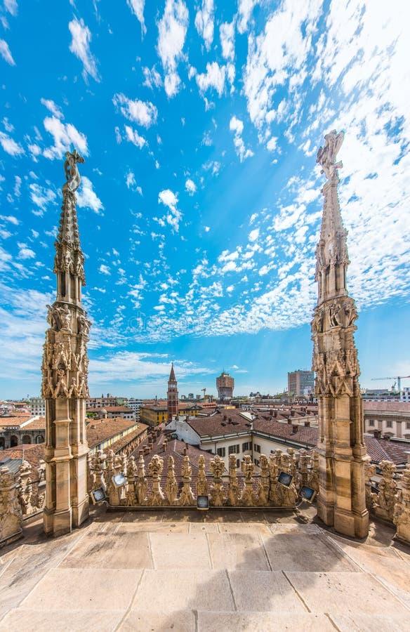 Domo de Milão, Itália, vista do telhado fotos de stock royalty free