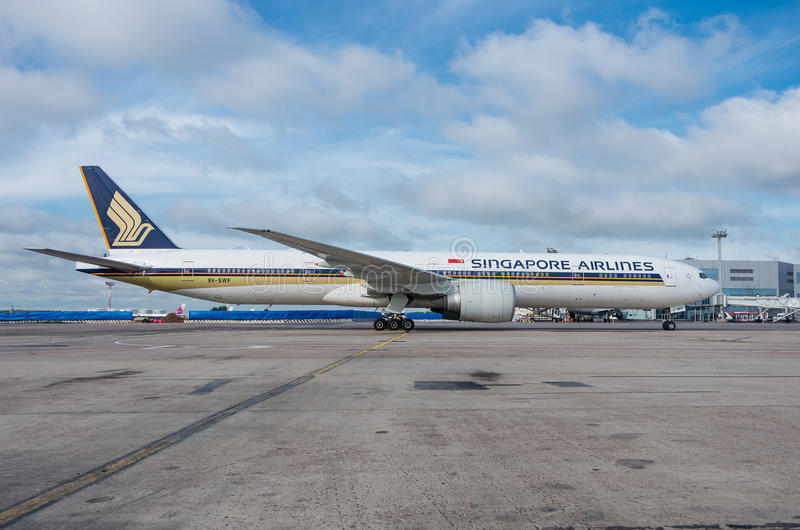 Domodedovo airport, Moscow - July 11th, 2015: 9V-SVF - Boeing 777-212(ER) of Singapore Airlines stock photos