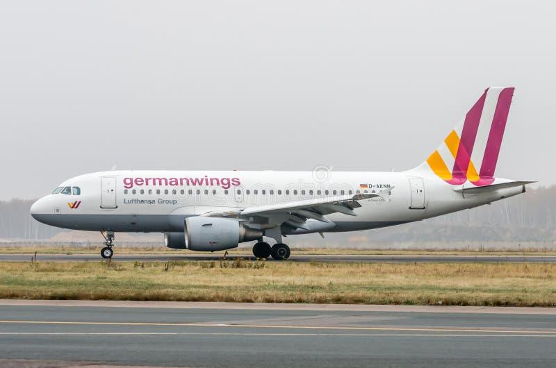 Domodedovo lotnisko Moskwa, Październik, - 25th, 2015: Aerobus A319 D-AKNN Germanwings linie lotnicze fotografia royalty free