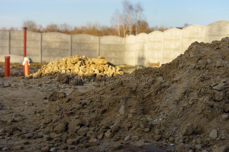 Domowa budowa, ściekowe drymby pod podstawą obraz royalty free