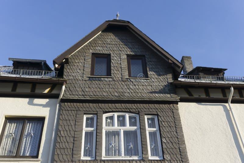 Domowa fasada z łupkiem obrazy stock