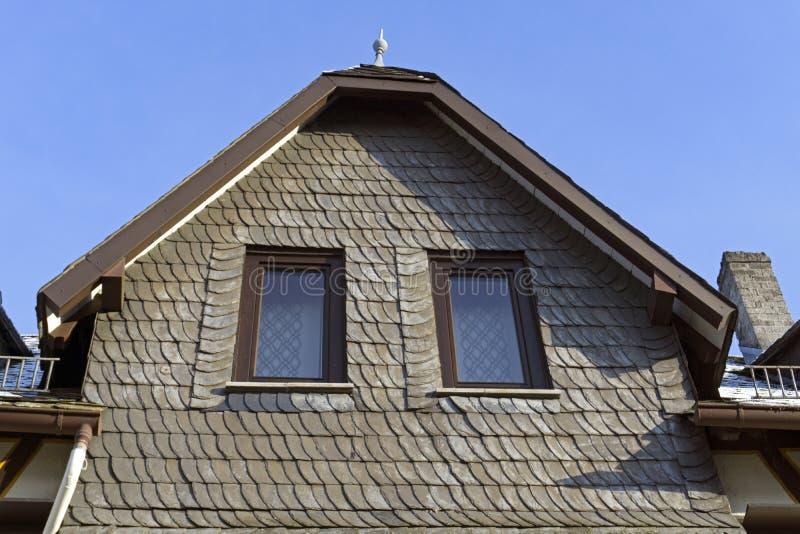 Domowa fasada z łupkiem zdjęcie royalty free