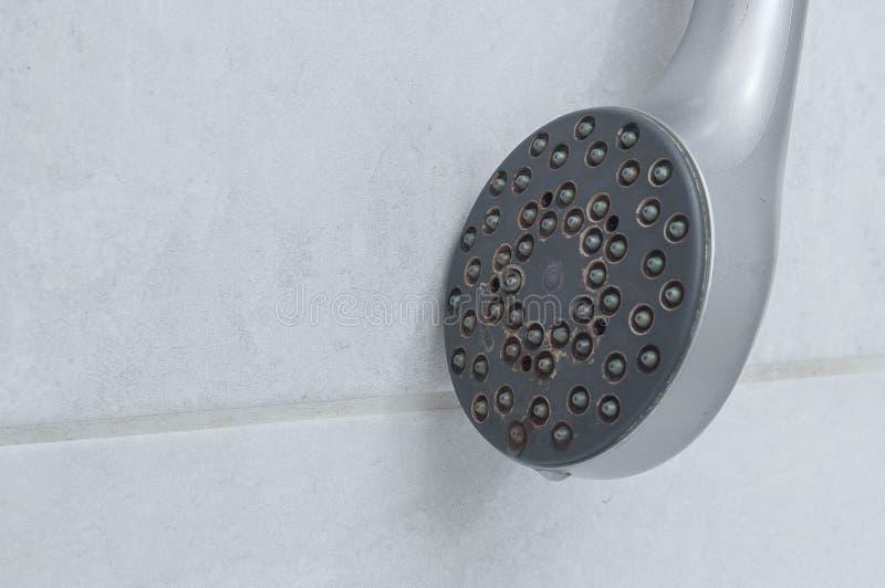 Domowa instalacja wodnokanalizacyjna źle działać z przeciekiem fotografia stock