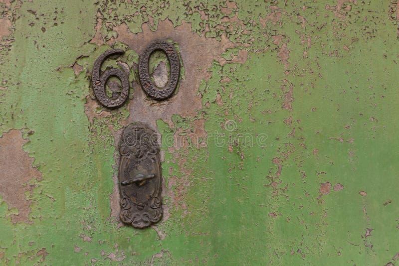 Domowa liczba na zielonym drzwi fotografia royalty free