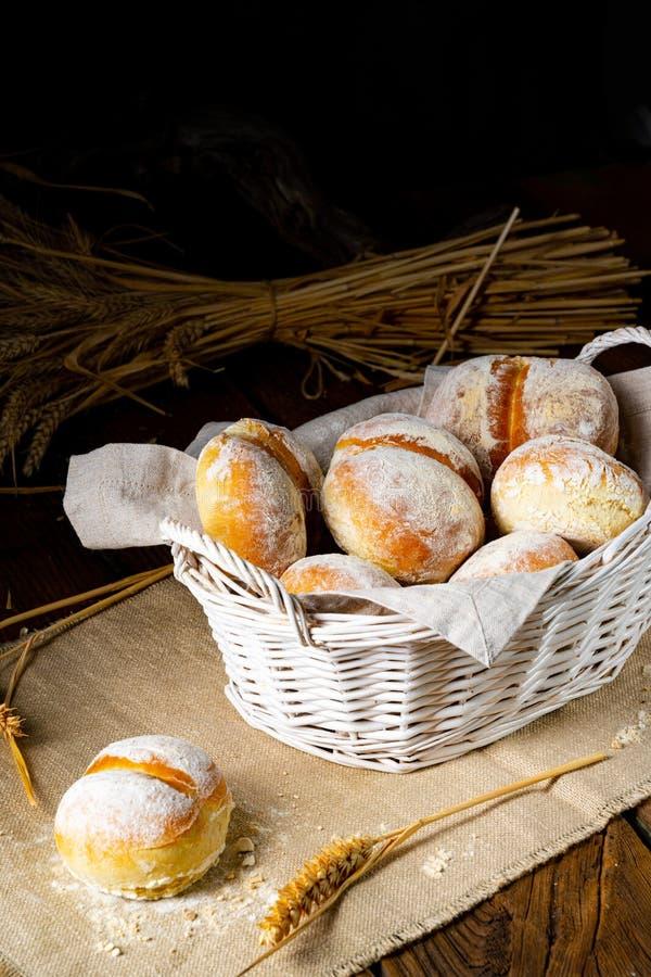 Domowe zwoje pszenicy na śniadanie obraz stock