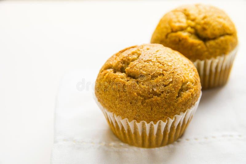 Domowej roboty Całego Pszenicznego otręby Muffins Marchwianego Dyniowego syna Biały Bawełniany Kuchenny ręcznik Śniadaniowy ranku obraz stock