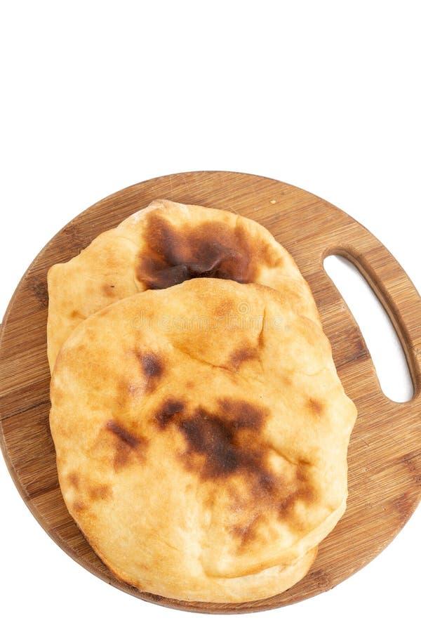 Domowej roboty chleb Lepinja Na Tnącej desce fotografia stock