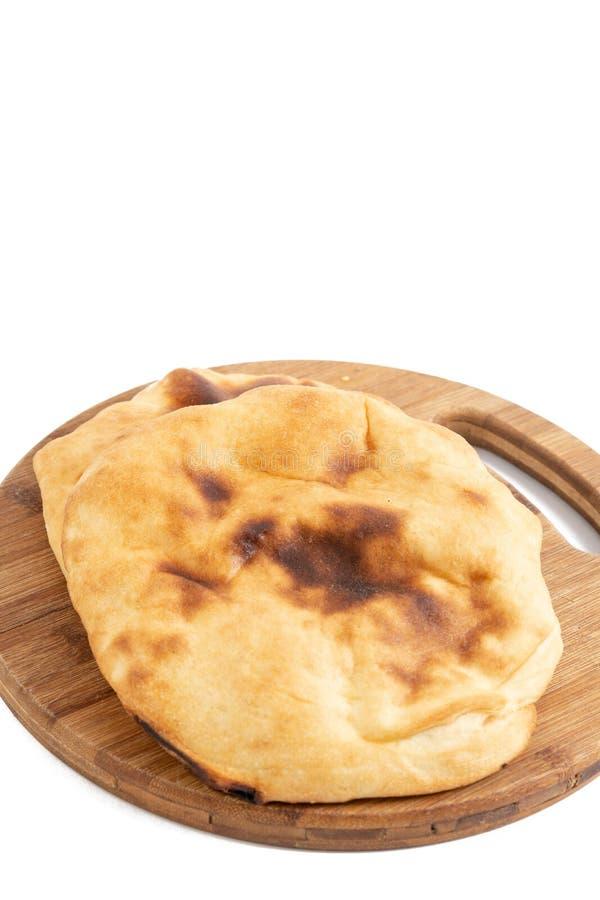 Domowej roboty chleb Lepinja Na Tn?cej desce fotografia stock