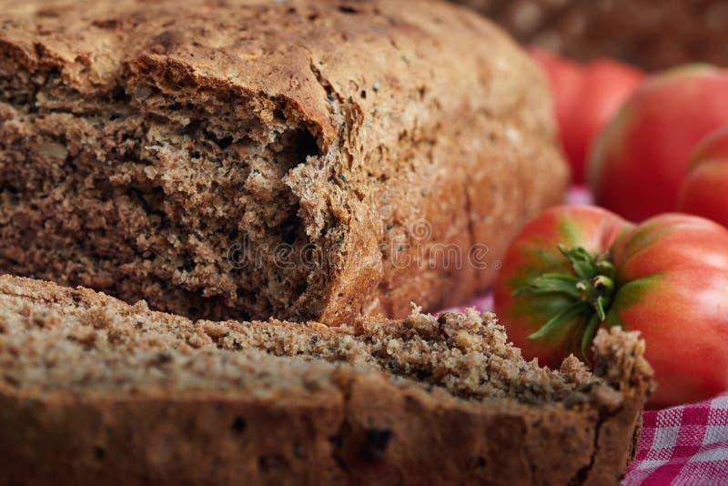 Domowej roboty chleb robić z banatki mąką fotografia royalty free