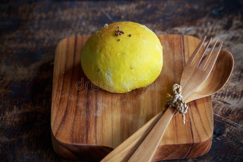 Domowej roboty chleba dyniowa babeczka z sezamem zdjęcie royalty free