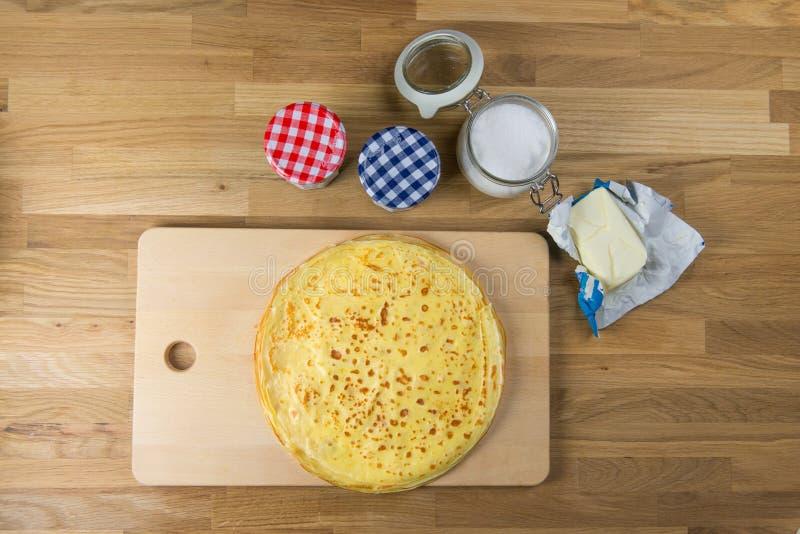 Domowej roboty cienkie krepy dla ?niadania lub deseru Wy?mienicie francuska krepa z g fotografia stock