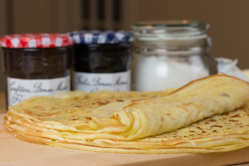Domowej roboty cienkie krepy dla ?niadania lub deseru Wy?mienicie francuska krepa zdjęcie stock