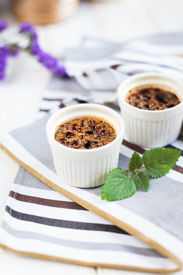 Domowej roboty Creme brulee z kaw? zdjęcia royalty free