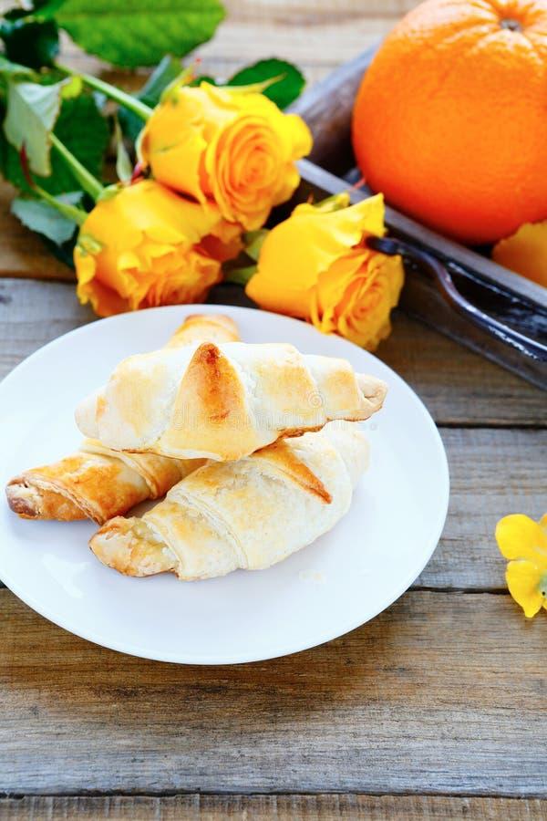 Domowej roboty crispy croissants dla śniadania obrazy stock