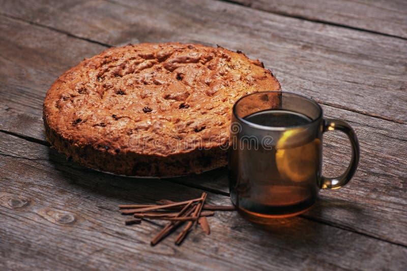 Domowej roboty dokrętka tort z cytryny herbatą drzewo obraz royalty free