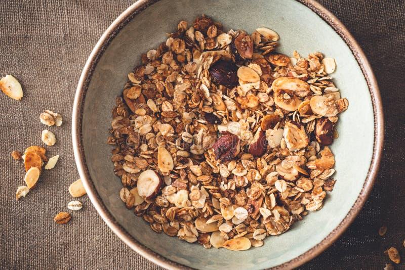 Domowej roboty glutenu Bezpłatny Granola z Hazelnuts, owsy, migdał zdjęcie royalty free