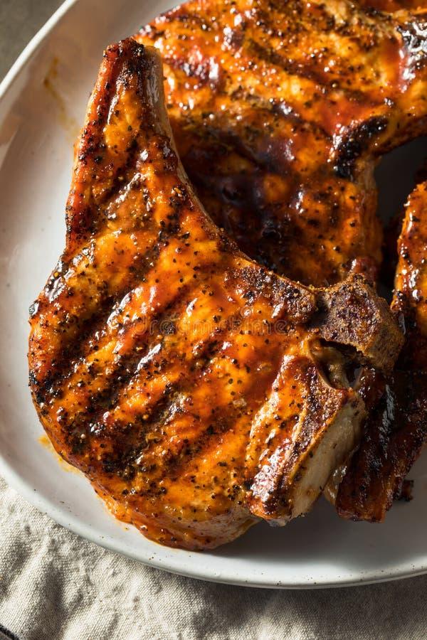 Domowej roboty grill wieprzowiny kotleciki zdjęcie royalty free