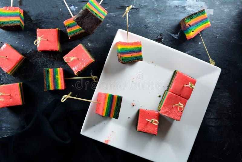 Domowej roboty i Wyśmienicie tęczy ciastka sześciany obrazy royalty free