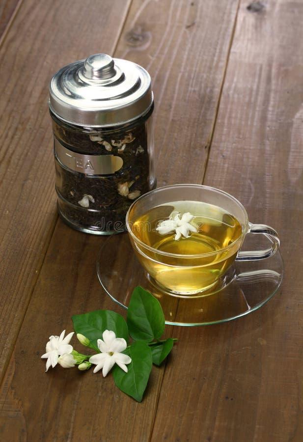 Domowej roboty jaśminowej herbaty i arabskiego jaśminu kwiat zdjęcia royalty free