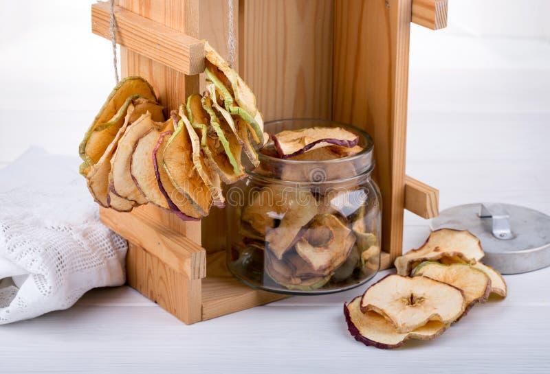 domowej roboty jabłczani układ scalony 3 zamykają wysuszonego - owocowi typ owocowy przekąska zdrowa zdjęcie royalty free