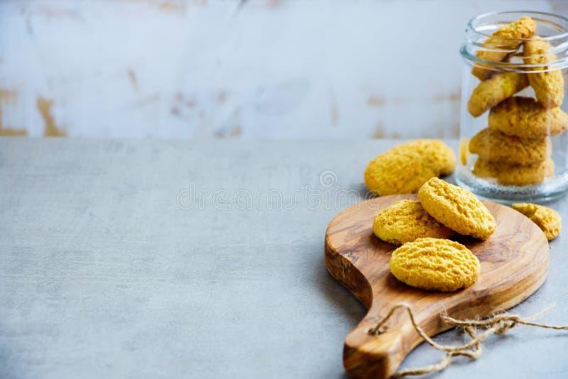Domowej roboty kokosowi ciastka zdjęcia royalty free