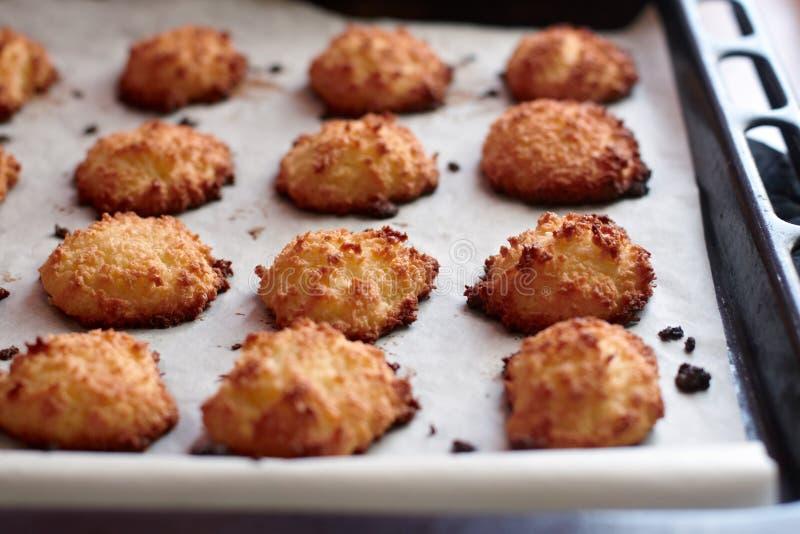 Domowej roboty kokosowi ciastka zdjęcie royalty free