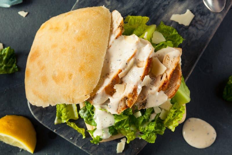 Domowej roboty kurczaka Caesar kanapka obrazy stock