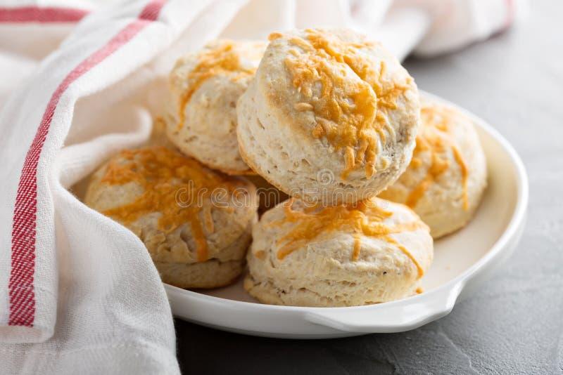 Domowej roboty maślanek ciastka z cheddaru serem zdjęcie stock