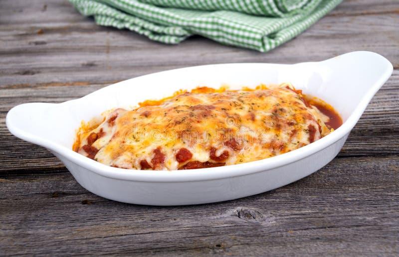 Domowej roboty makaronu lasagna obrazy royalty free