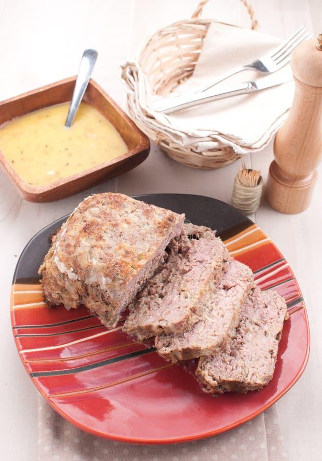Download Domowej Roboty Meatloaf Z Czosnku Kumberlandem Zdjęcie Stock - Obraz złożonej z nóż, przygotowany: 28952780