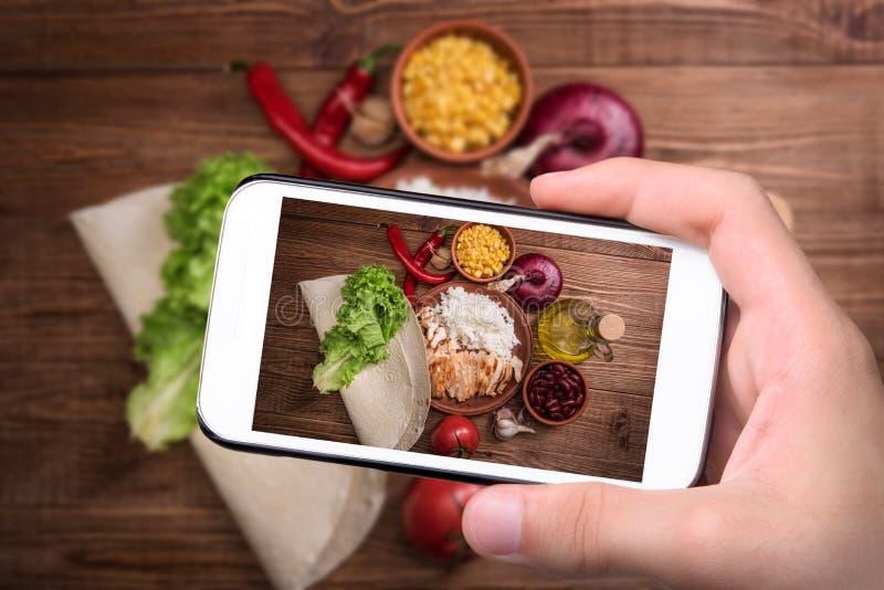 Domowej roboty meksykański kurczaka burrito fotografia royalty free
