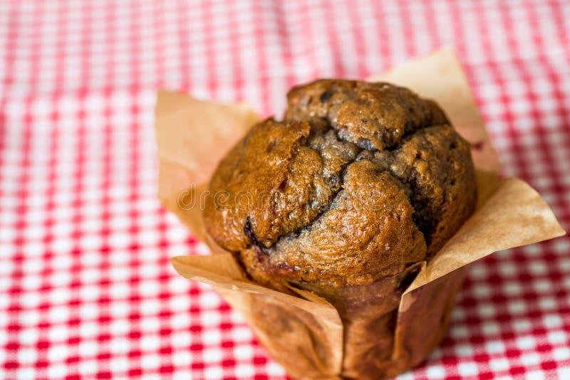Domowej roboty muffins w papierze obrazy royalty free
