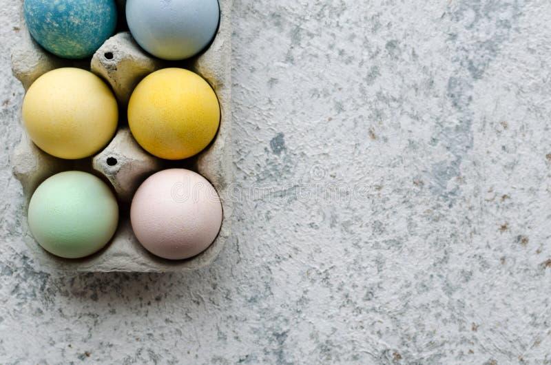 Domowej roboty naturalnie farbujący Wielkanocni jajka obraz royalty free