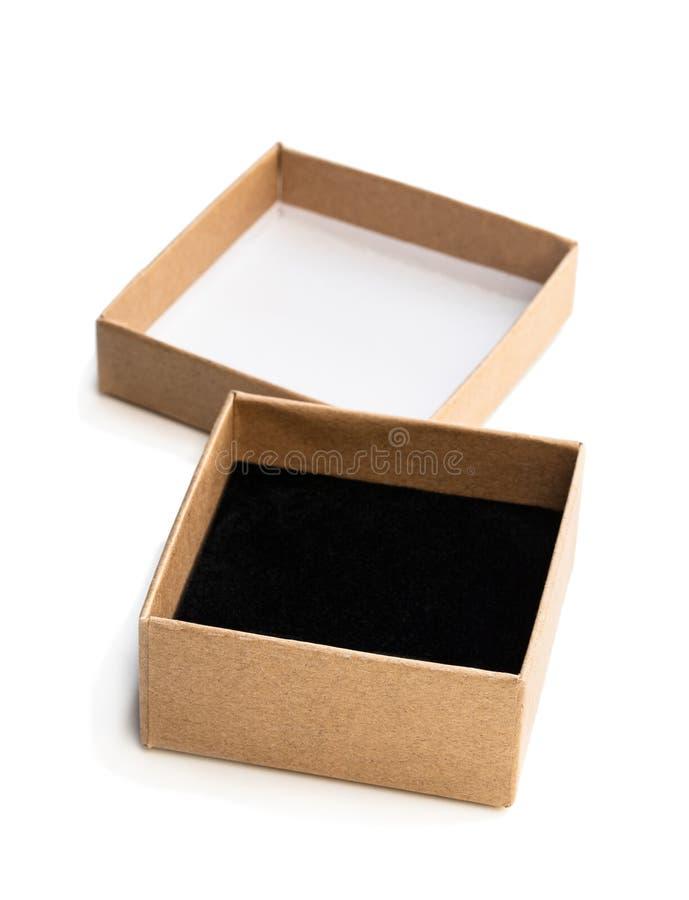 Domowej roboty otwarty pusty prezenta pudełko robić od brązu papieru odizolowywającego na bielu obraz royalty free