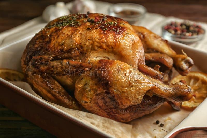 Domowej roboty piec kurczak z cytryną obraz royalty free