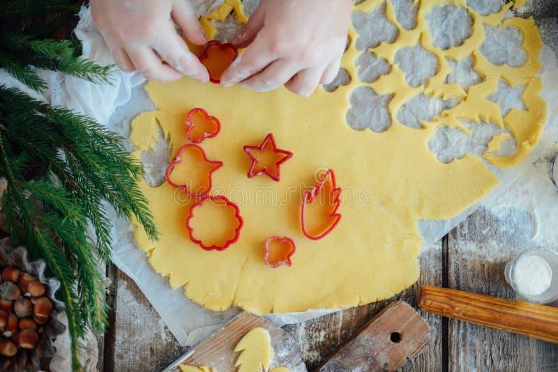 Domowej roboty piekarnia robi, piernikowy ciastka zakończenie xmas swee obraz stock