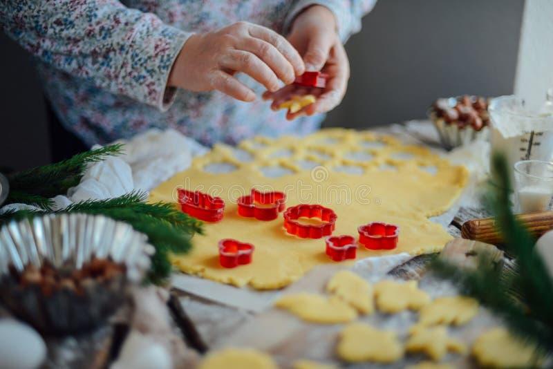 Domowej roboty piekarnia robi, piernikowy ciastka zakończenie xmas swee obrazy royalty free