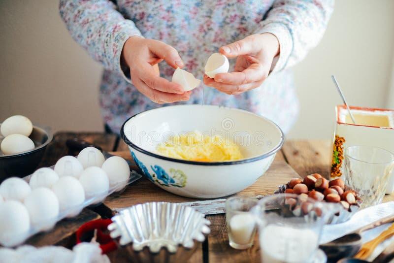 Domowej roboty piekarnia robi, piernikowy ciastka zakończenie xmas swee obraz royalty free