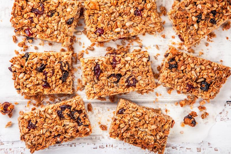 Domowej roboty proteinowi granola bary obraz royalty free