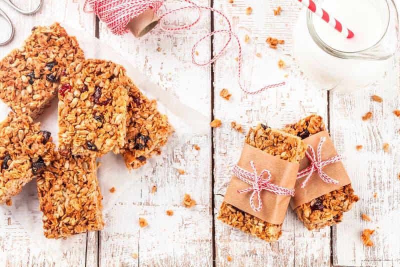 Domowej roboty proteinowi granola bary zdjęcie royalty free