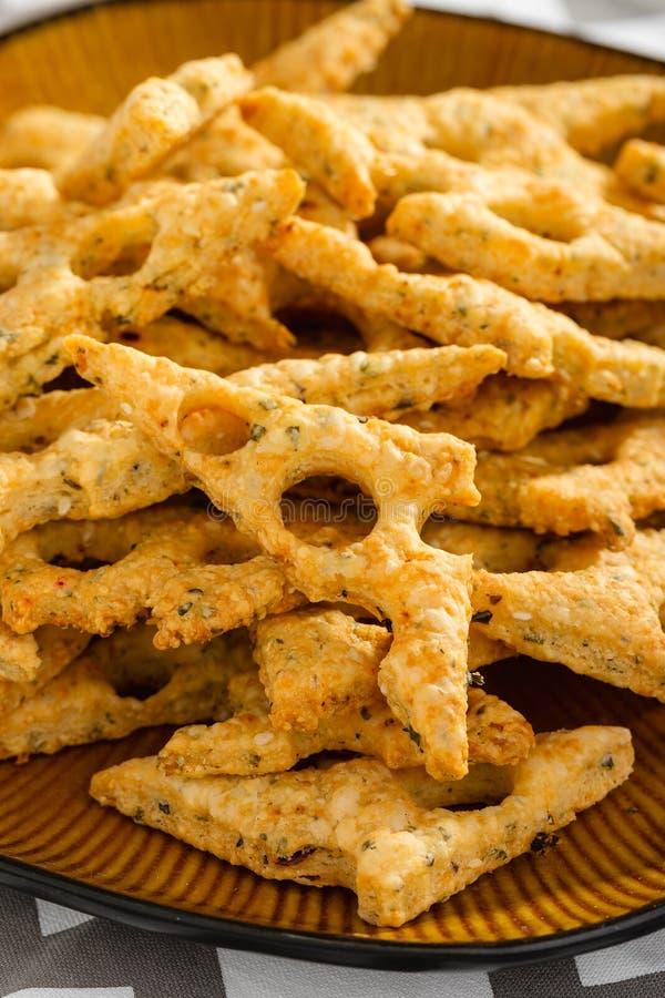 Domowej roboty serowych ciastek zamknięty up zdjęcia royalty free